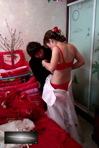 闺蜜拍摄清纯苗条新娘婚礼婚纱换礼服视频泄露