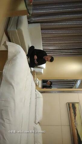 【潇洒哥寻花】酒店约操小少妇,沙发啪啪后入大白臀,老汉推车娇喘不断淫荡刺激