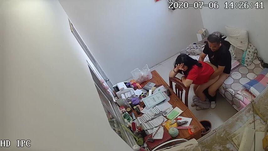 《最牛逼的通奸证据》女老师下午没课在休息室修改作业与教务主任通奸主动摸玩肉棒后入内射1080P原版